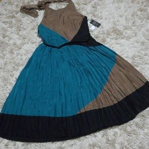 MUST-HAVE! NWT Vince Camuto Belted Halter Dress